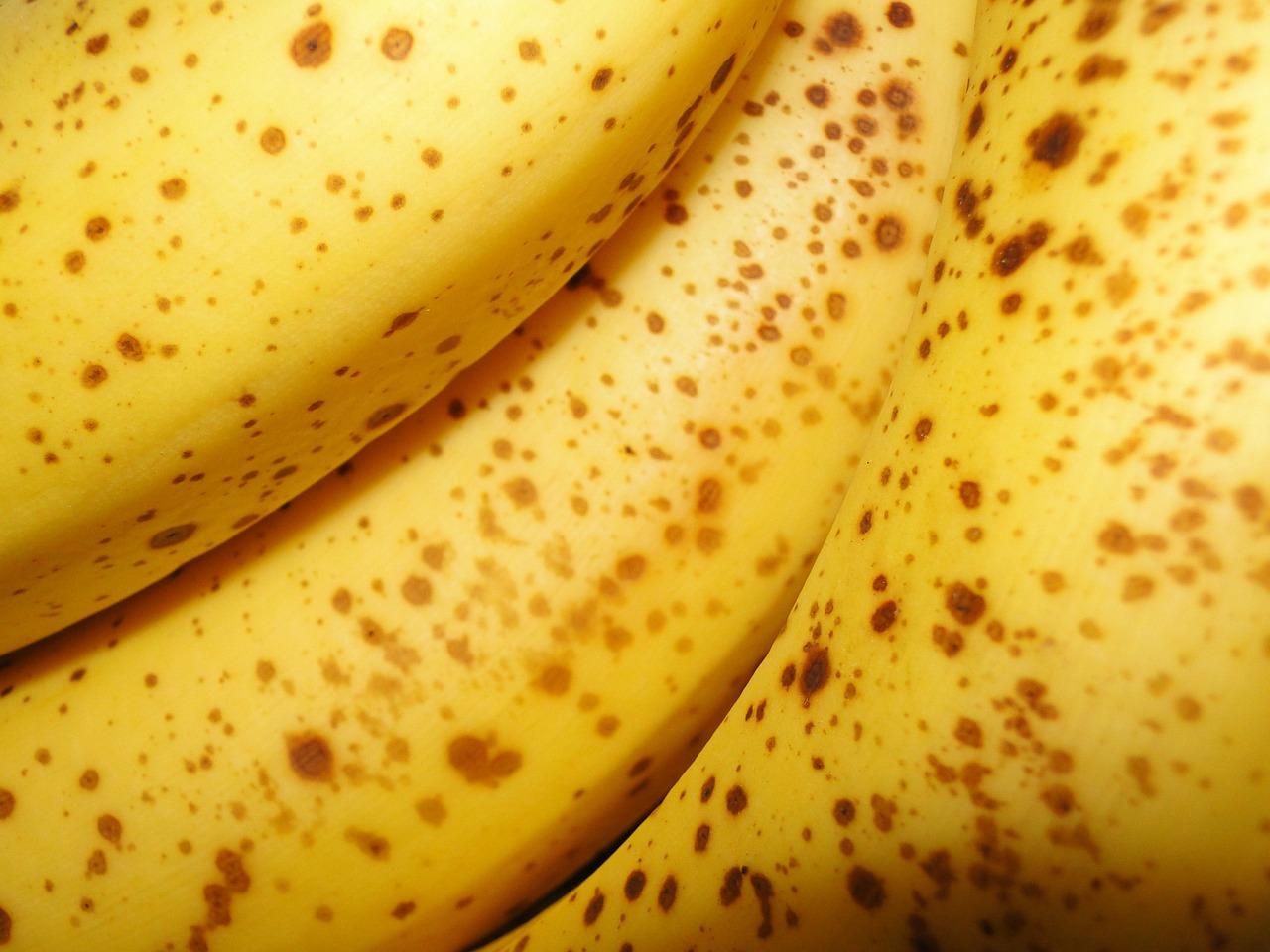 bananas-50406_1280